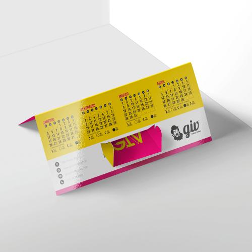 Calendário de Mesa Porta-Cartão